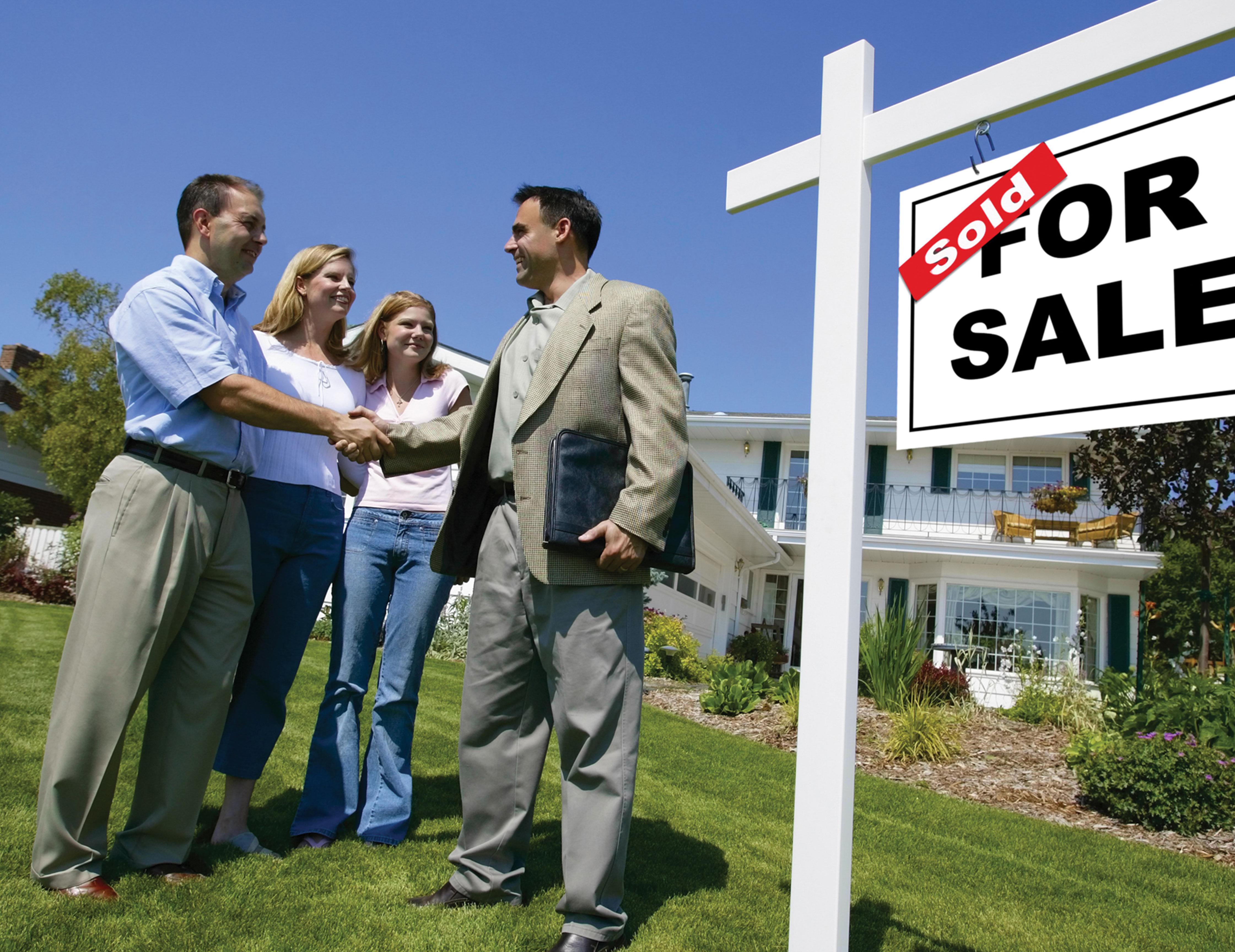 homeowners shaking realtor's hand